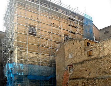 El Palacio Episcopal de Tarazona, con el andamio colocado