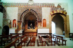Imagen de las singulares pinturas murales descubiertas en la Iglesia de San Miguel Arcángel.