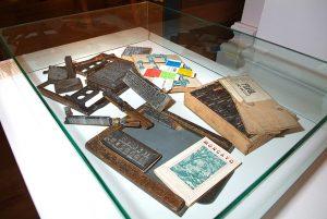 Piezas tipográficas de la antigua industria de artes gráficas.