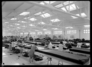 "Interior fábrica ""Textil Tarazona"". Archivo Coyne."