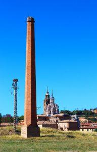 """Imagen actual de la chimenea de """"Textil Tarazona""""."""