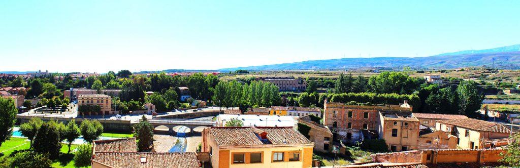 Panorámica de Tarazona, con algunos de los edificios que ayer fueron industrias y hoy dibujan nuestro horizonte.