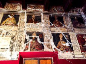 Salón de los Obispos del Palacio Episcopal con numerosas grietas.