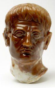 Una cabeza esculpida del emperador romano Augusto acaba de ser hallada en un yacimiento arqueológico de Tarazona, (Zaragoza).